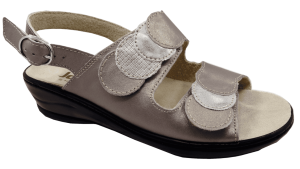 Woman sandal with a removable insole